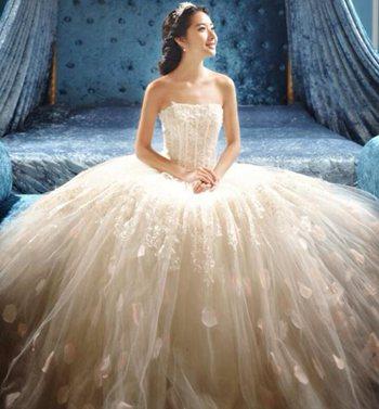 不同场地婚礼场景该选择什么样的婚纱呢?