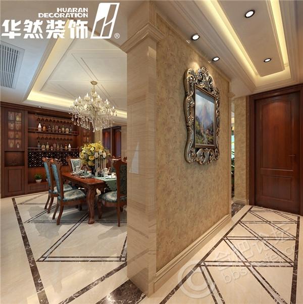 地面以地砖拼花为主,让客厅稳重之中不失活泼