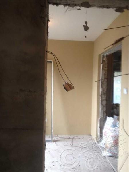 拆除后的墙面