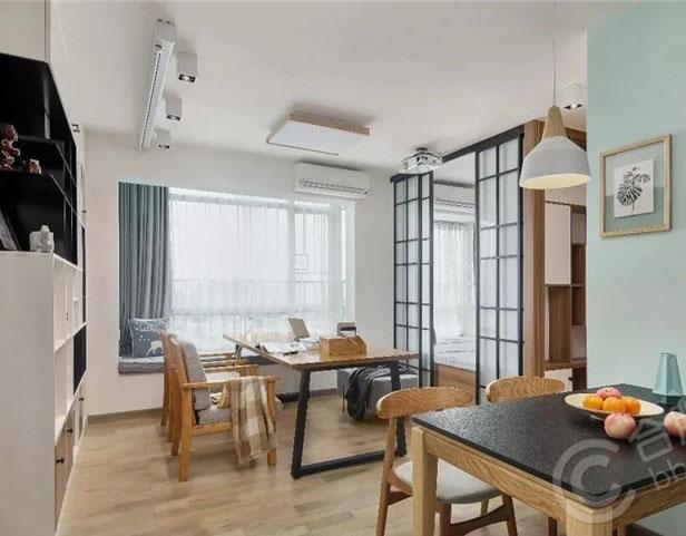 69平的简约风小户型二居室,把客厅变成了书房休闲区