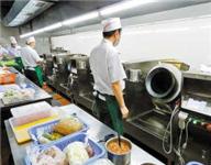 """一高校食堂机器人""""炒菜""""可做70多道菜 学生:口味不错"""