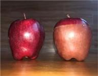 """姑娘用热水泡苹果冒""""血珠"""" 我们实验后并吃下苹果"""