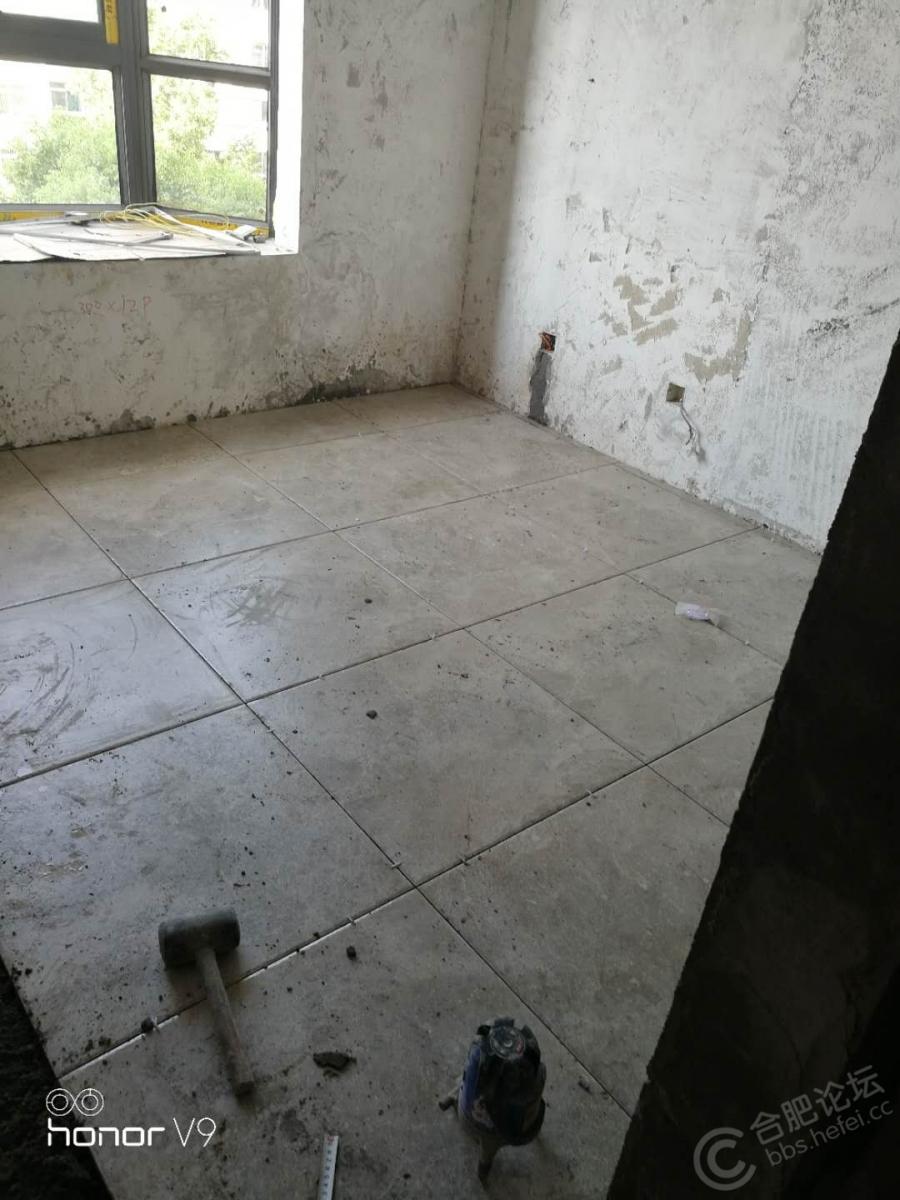 家里全部实木点,单留出一个房间作为给孩子造的房,哈哈哈!铺上这个砖耐造,可以画画,写毛笔字不用怕弄脏 ...