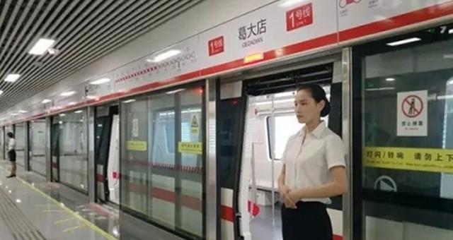 端午假期地铁每天加班一小时