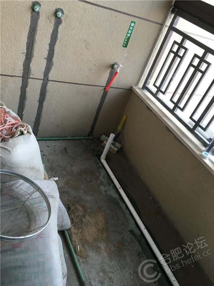 5阳台水路(热水器对面).JPG